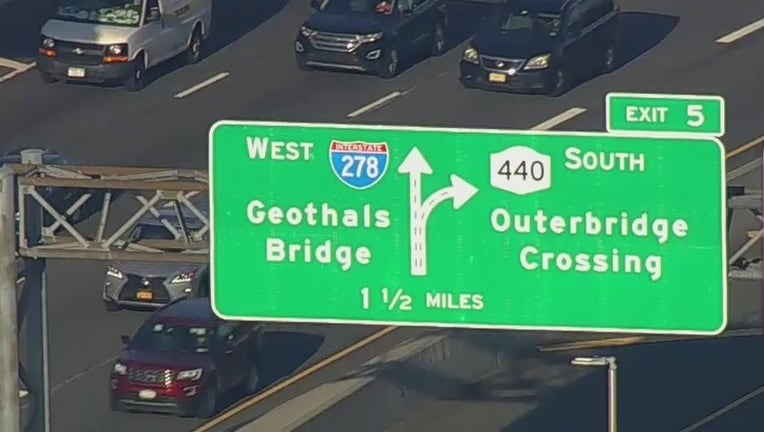 New Geothals Bridge sign misspelled on Staten Island Expressway.