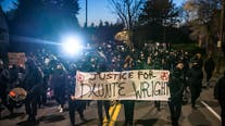 Minnesota police shooting of Daunte Wright sparks protests across US