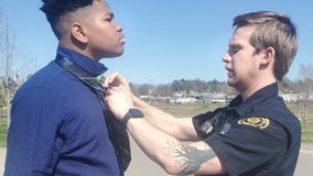 'This is the way it should be': Tennessee police officer helps teens with their ties for senior photos