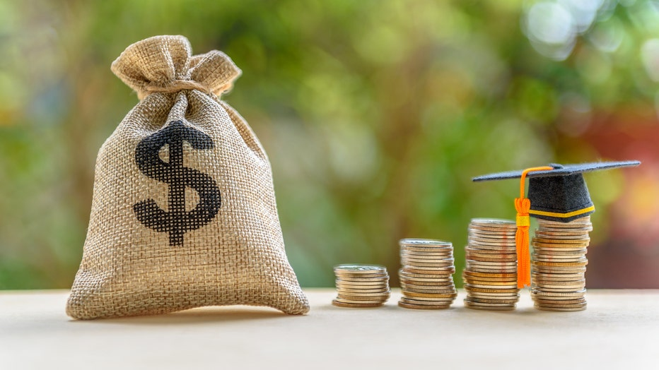 1b0efea7-Credible-monthly-student-loan-refinance-iStock-1058274784.jpg