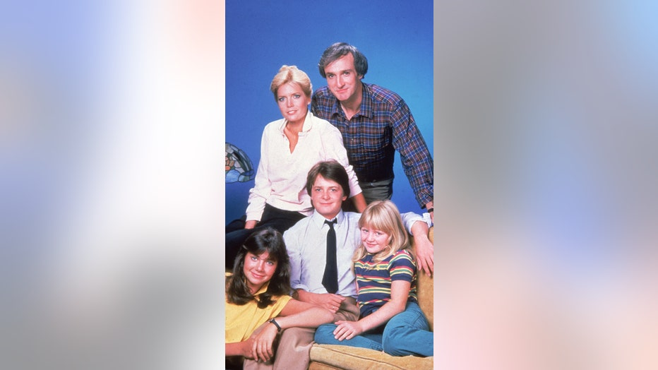 Promotional portrait of the cast of American television sit-com, 'Family Ties,' 1980s. Standing, American actors Meredith Baxter Birney and Michael Gross; sitting, left to right, American actress Justine Bateman, Canadian-born actor Michael J. Fox, and American actress Tina Yothers. (Photo by Pictorial Parade/Getty Images)