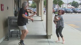 Fiddler at the supermarket brings joy to shoppers