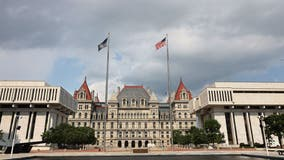 NY delays state worker office return and vaccine mandate