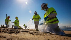 California oil spill: Beaches close as delayed response prompts questions