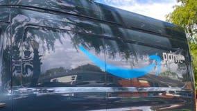 Amazon driver abandons delivery van, says he quits in viral tweet