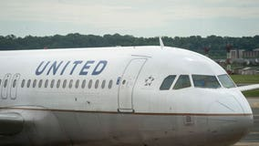 United Airlines sending layoff notices to nearly half of US employees