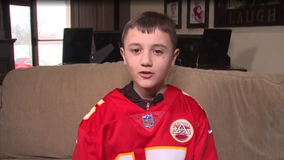 Family seeks to thank man who gifted 11-year-old with Mahomes jersey
