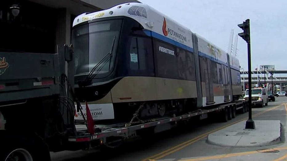 First Milwaukee streetcar arrives in city