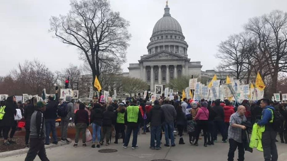 Immigrants, backers rally for driver's licenses at Capitol