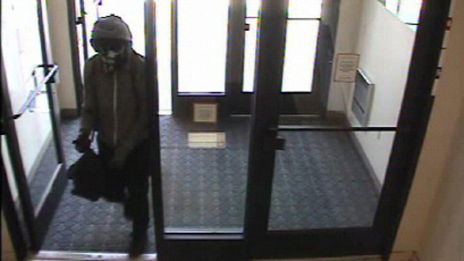 Male suspect in Pewaukee bank robbery