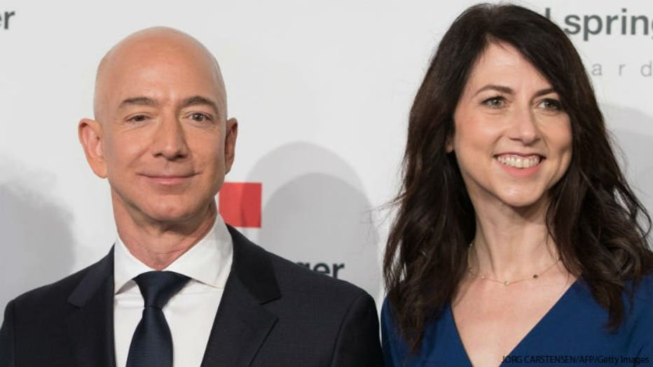 gettyimages-950795948 Jeff Bezos and his wife MacKenzie Bezos