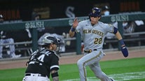 Yelich hits inside-the-park homer, Brewers beat White Sox