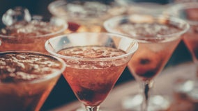 Bipartisan lawmakers introduce bill to roll back '3-martini lunch' tax break