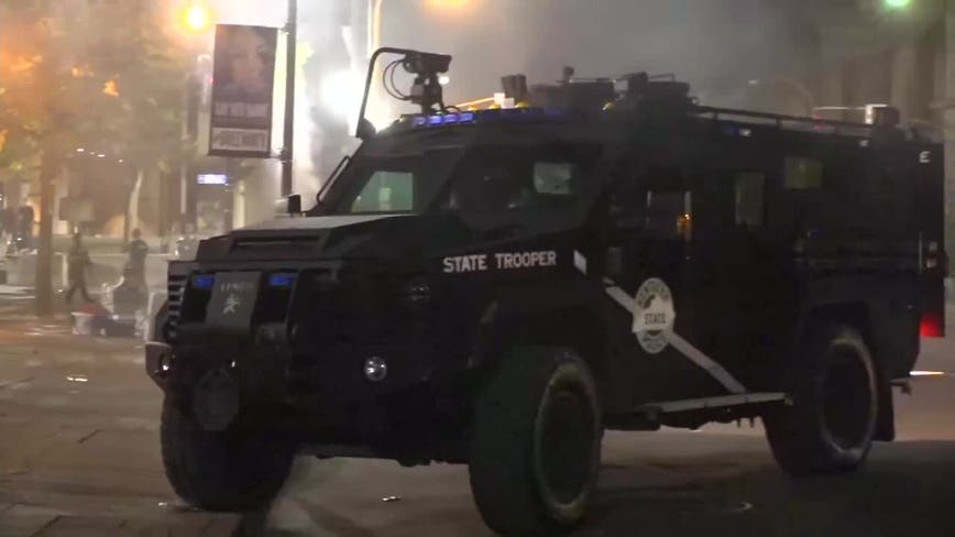 2 police officers shot amid protests in Louisville in stable condition, 1 suspect in custody