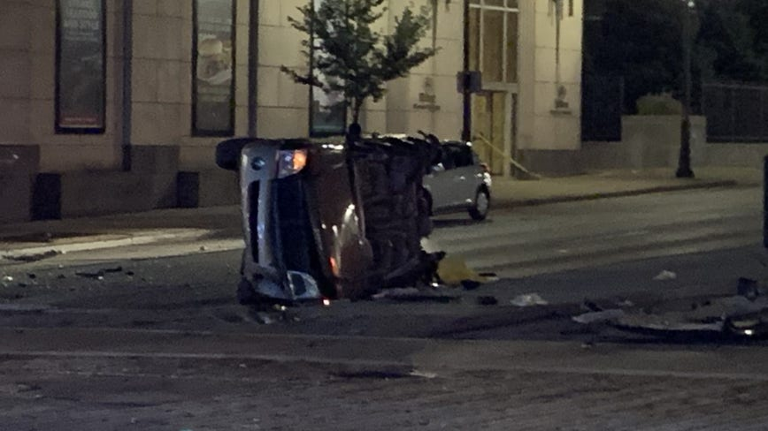 Serious crash near 6th and Wisconsin leaves 5 injured, 1 critically