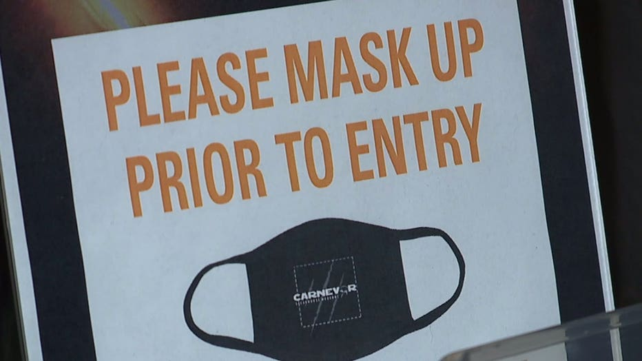 Mask required for entry sign at Carnevor in Milwaukee