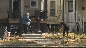 College students help elderly Milwaukee County residents