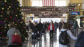 'I don't know if this is the smartest idea': Holiday travel surges despite COVID-19 outbreak