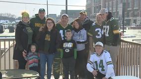 'Gotta be here:' Fans without tickets watch Packers near Lambeau