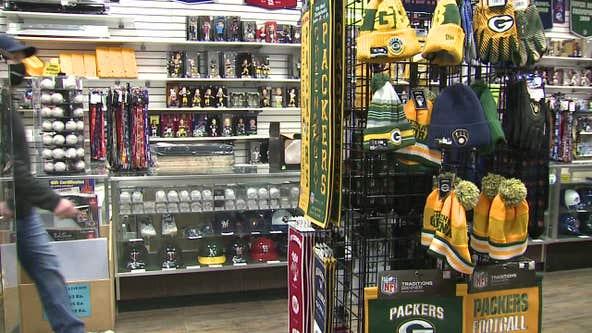 Packers fans snag memorabilia ahead of NFC championship