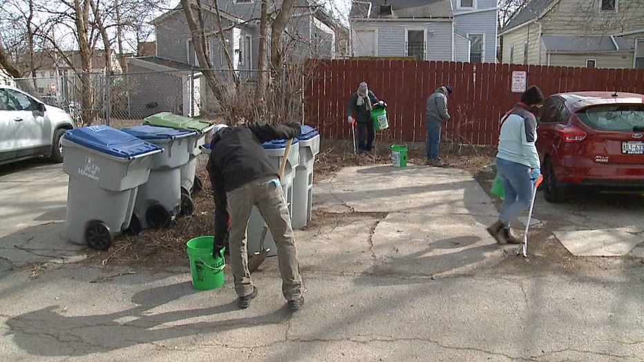 Milwaukee neighbors clean up trash in Riverwest