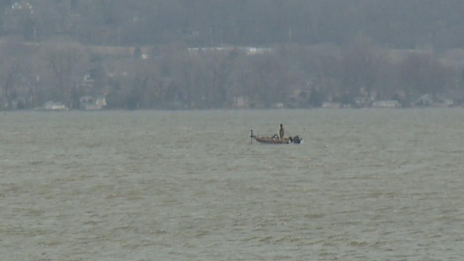2 canoers missing on Lake Winnebago