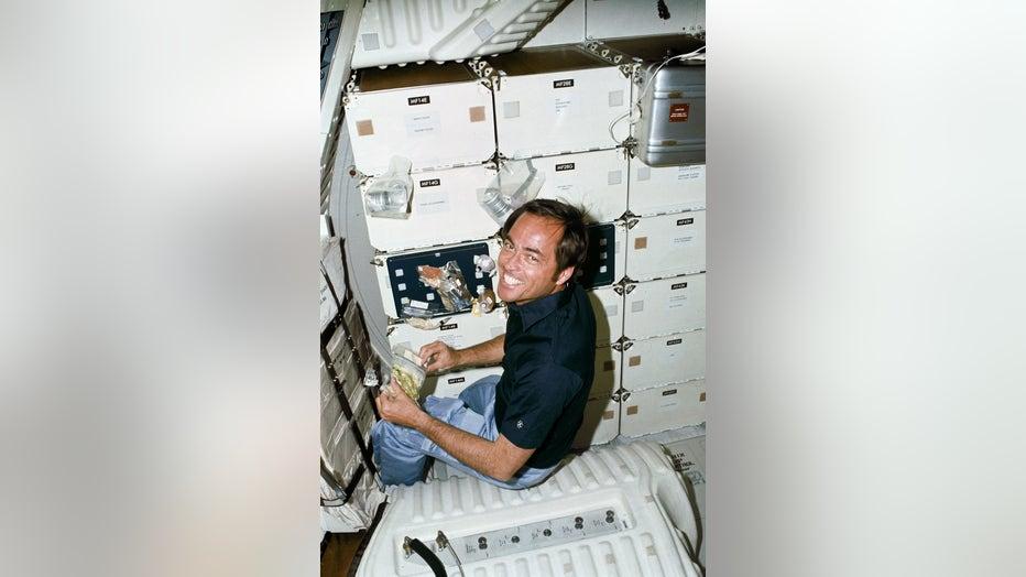 869f9776-STS1-12.jpg