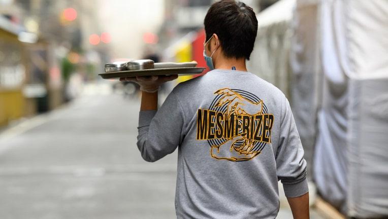 b6634198-New York City Restaurants Resume Indoor Service At 25% Capacity