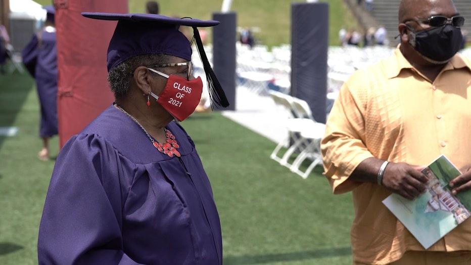 Storyful-254033-78YearOld_Alabama_Woman_Graduates_From_Birminghams_Samford_University.mp4_.00_01_14_16.Still004.jpg