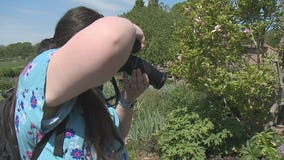 Photographer doesn't let blindness get in the way of her passion