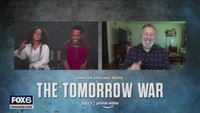 Gino talks with the cast of 'The Tomorrow War'