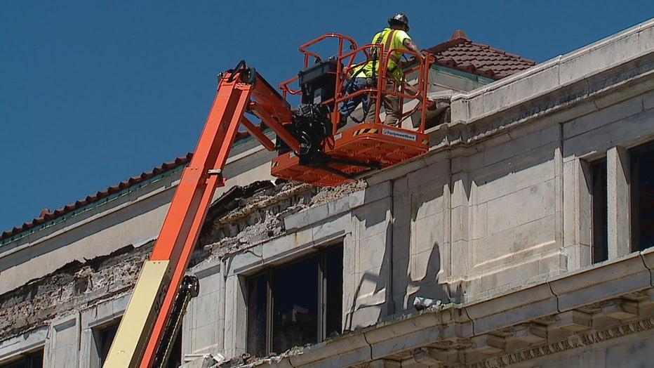 Façade falls off Racine building