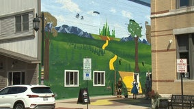 Oconomowoc 'Wizard of Oz' mural; work of father-daughter artists