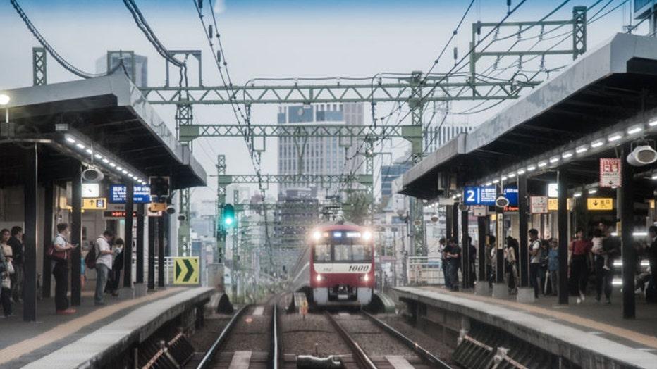 Tokyo train station1