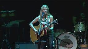 Sheryl Crow at Summerfest, Bucks fandom on display