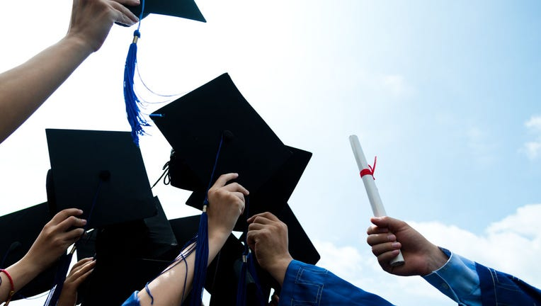 Credible-Navient-to-exit-federal-student-loan-program-iStock-521072769.jpg