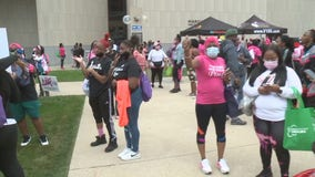 Sista Strut promotes breast cancer awareness in Milwaukee