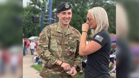 U.S. airman proposes during Forest Lake, Minn. parade