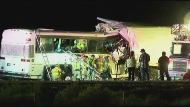7e2dea7d-13_killed__31_injured_in_tour_bus_crash__0_20161024004047-407068