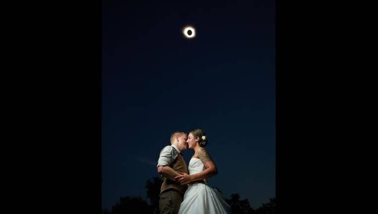 Couple married under solar eclipse-403440.jpg