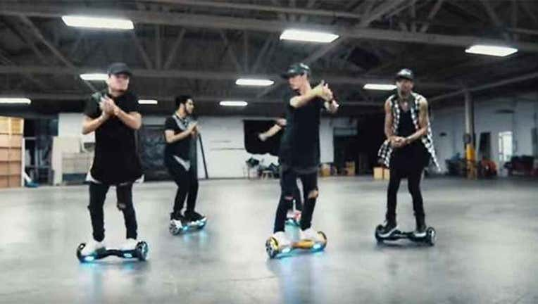 Teens Recreate Bieber Dance on Hoverboards-402970