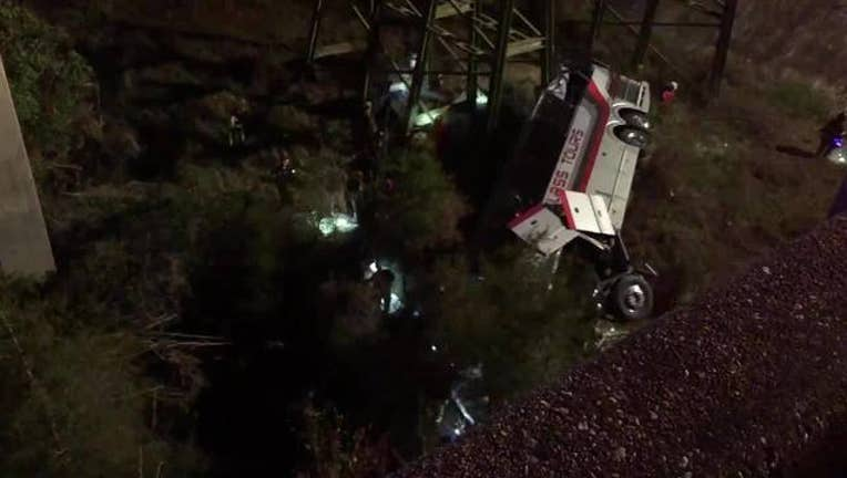 Bus_carrying_Houston_students_plunges_in_0_20180313134446-408795