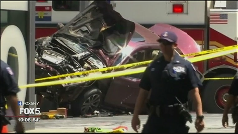 10f1b85f-Car_crashes_into_people_in_Times_Square_0_20170519022105-402970