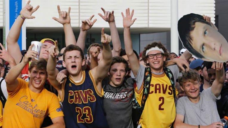Cleveland-Cavaliers-fans_1466622795193.jpg
