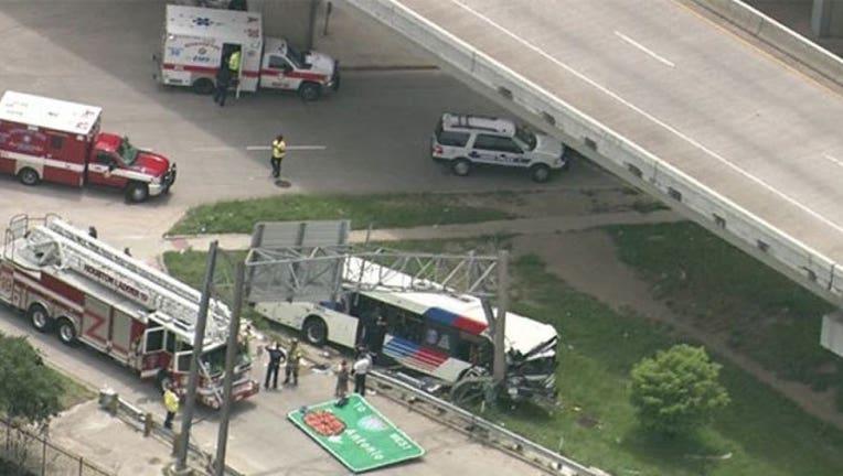84cd21cc-Houston-bus-crash_1464815360716.jpg
