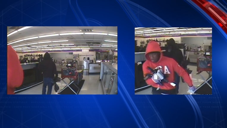 Pawn Shop Austin >> Police Offer Reward For Two Men Who Robbed A Pawn Shop Using