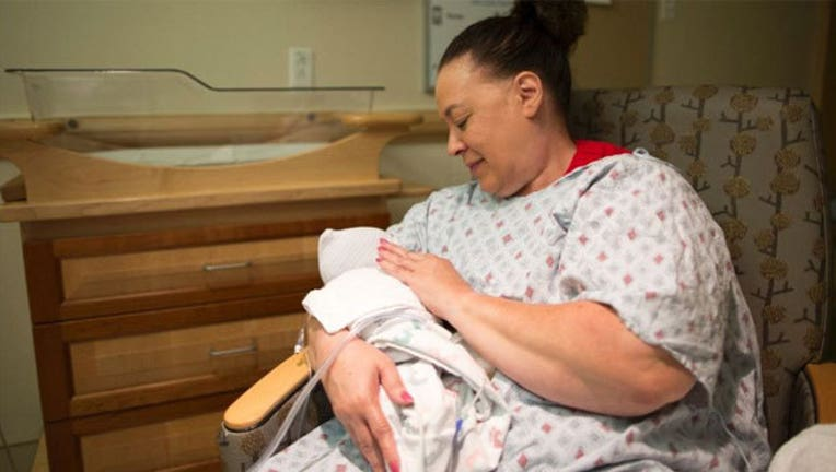 Volunteer-cuddles-baby-addicted-to-opioids_1464983307322.jpg