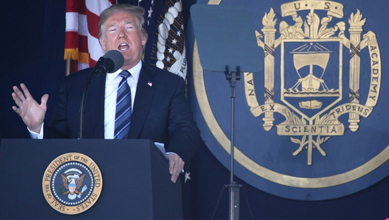 Trump addresses US Naval Academy graduates (GETTY IMAGES)-401720