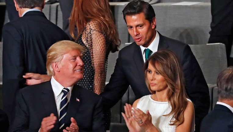 Trump and Nieto (GETTY IMAGES)-401720