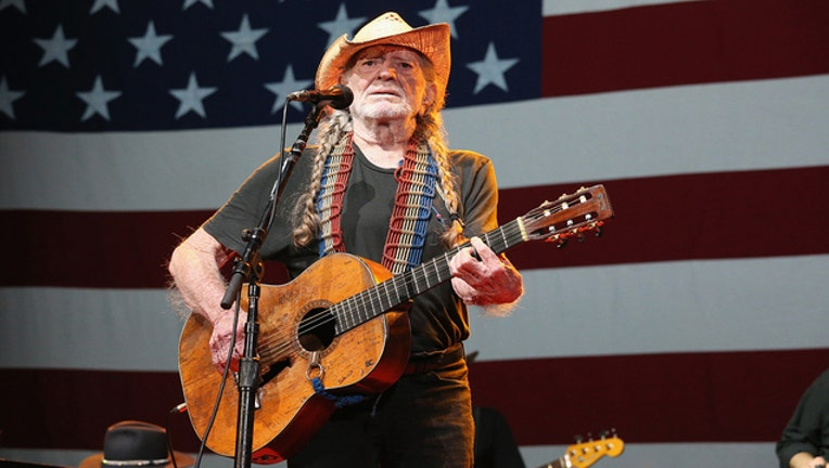 615b5afe-GETTY Willie Nelson 080819_1565269194409.jpg-403440.jpg